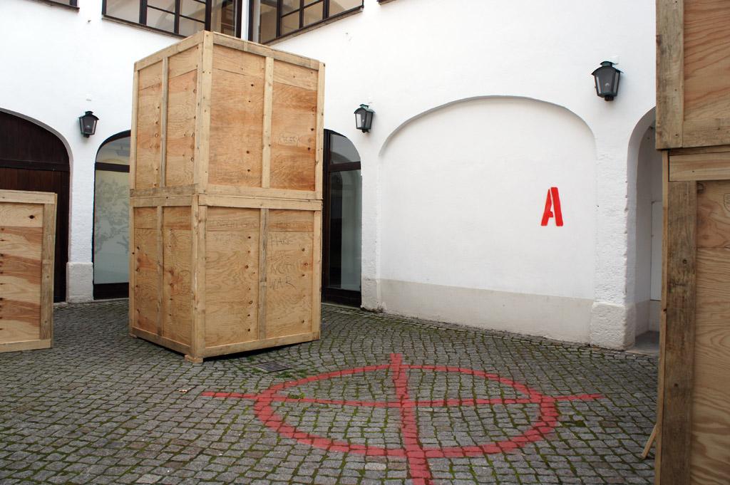 Bombspot A, Installation de_kunsthaus, Ausstellung FEINDBILD 2.0, Kunsthaus Dresden